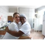 Cuidadora de idosos na Vila Luso Brasileira