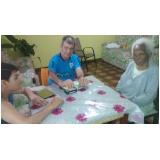 Cuidadores de idosos na Vila Brasil