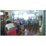 Cuidadores de idosos na Vila Ema